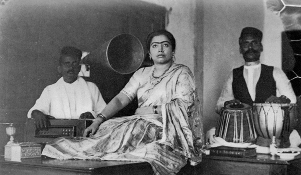 Gauhar Jaan in a rudimentary recording studio in Kolkata. (year unknown). Vikram Sampath