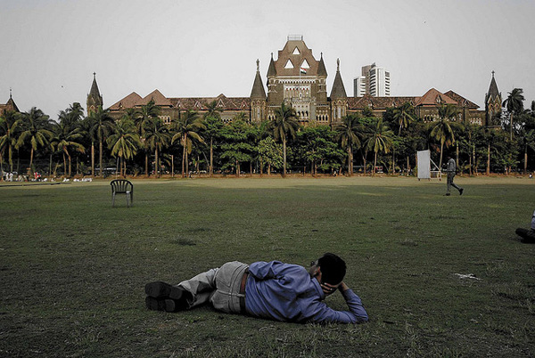 The Bombay High Court from Oval Maidan. Image: Flickr / lecercle