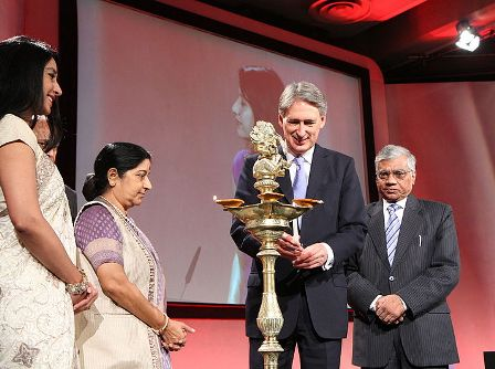 Foreign Secretary Philip Hammond and Sushma Swaraj, External Affairs Minister of India at the 2014 Regional Pravasi Bharatiya Divas Convention in London, 17 October 2014. Source: Wikimedia Commons
