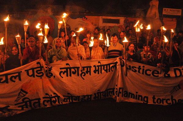 A torchlight rally commemorating the Bhopal gas tragedy. Flickr / Colin Toogood, Bhopal Medical Appeal