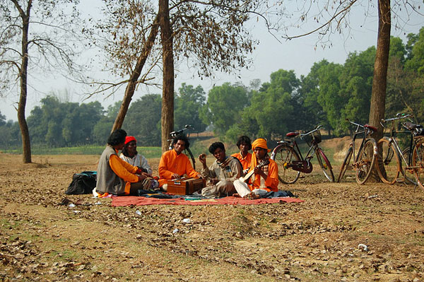 Baul singers at Santiniketan, West Bengal. Photo: Flickr / ptwo
