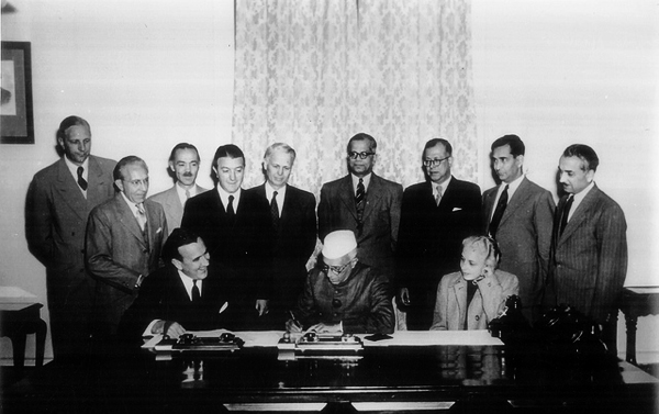 Nehru signing the first agreement on US assistance to India, on 5 January 1952. Photo: Flickr / U.S. Embassy New Delhi