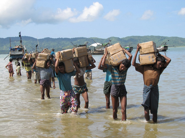 A camp for internally displaced people (IDP) near Sittwe, the capital of Rakhine State, Burma. The camp can only be accessed by sea with boats for transporting vital aid supplies such as rice and cooking oil. Photo: Flickr / Mathias Eick, EU/ECHO