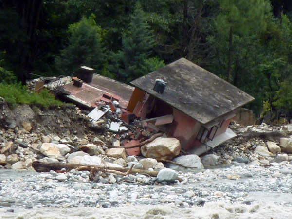 A building in Uttarakhand collapses due flash floods in 2012. Photo: Wikimedia Commons / European Commission DG ECHO