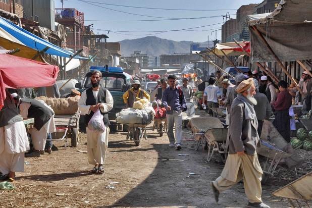 Kabul street market Photo : Wikimedia Commons / Scott Clarkson