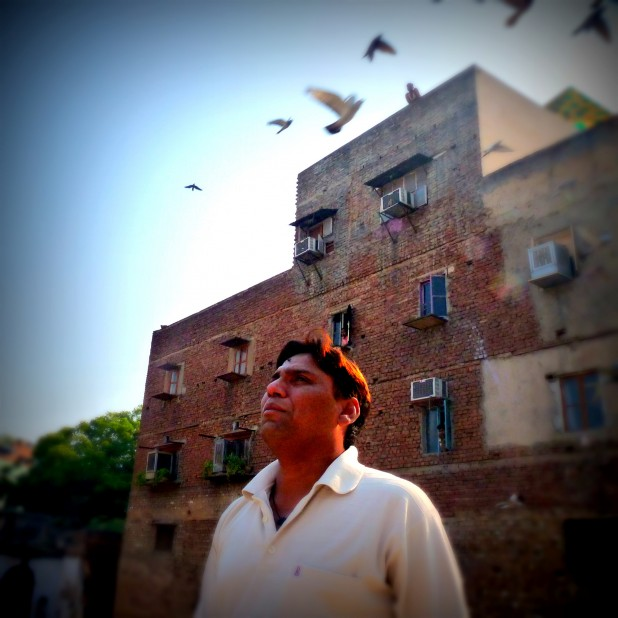 A kabootar baaz or pigeon rearer from Old Delhi Photo : Flickr / Steve Browne & John Verkleir