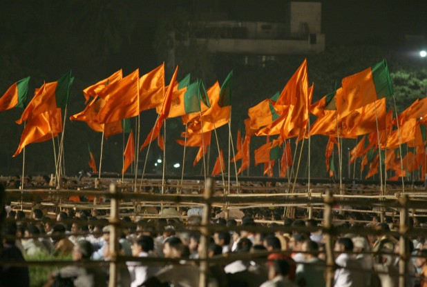 Party flags of Bharatiya Janta Party (BJP) and Shiv Sena -a regional right-wing party in India. Photo : Flickr / Al Jazeera English