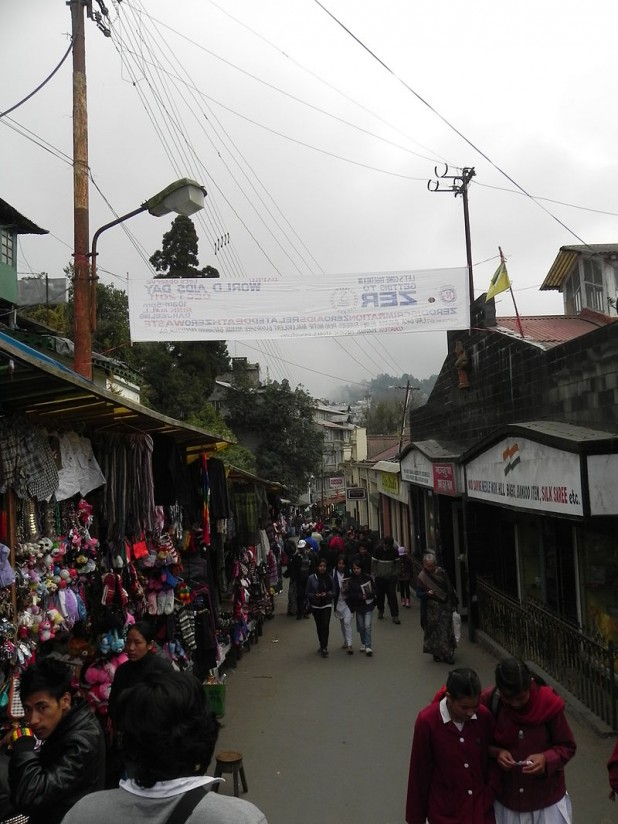 Mall Road in Darjeeling Photo : Wikimedia Commons