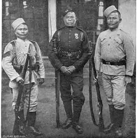 Gurkha Soldiers in 1896 Photo : Wikimedia Commons / Hudson & Kearns