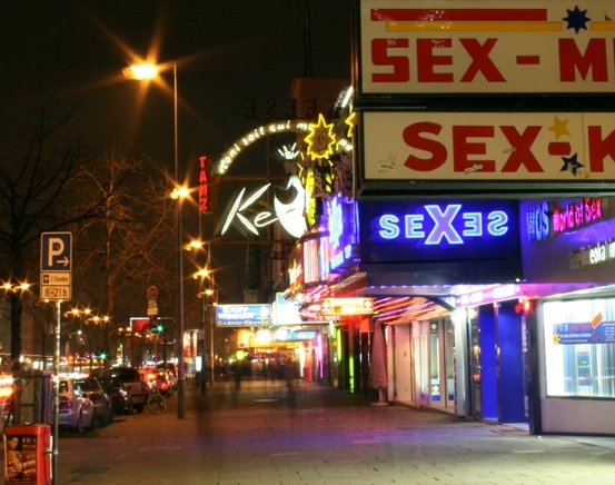 The Redlight area in Reeperbahn in Hamburg-St. Pauli, Germany. Photo: Dannyone/ Wikimedia Commons