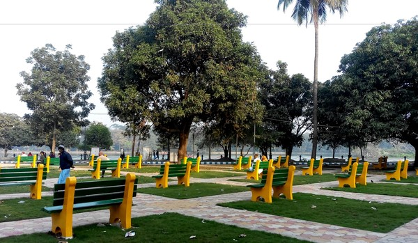 An arrangement of fixed benches covering a large area outside the walking and jogging paths; they face the lakes but look awkward, like a viewing gallery gone wrong.